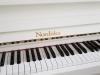 odnowione pianino Nordiska Futura z mechaniką Renner kolor biały RAL9010
