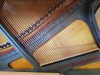 białe pianino Petrof - stylowy mebel i elegancki instrument