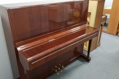 wysokie pianino Weinbach z fabryki Petrof