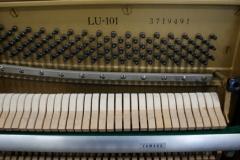 kompaktowe pianino Yamaha LU-101